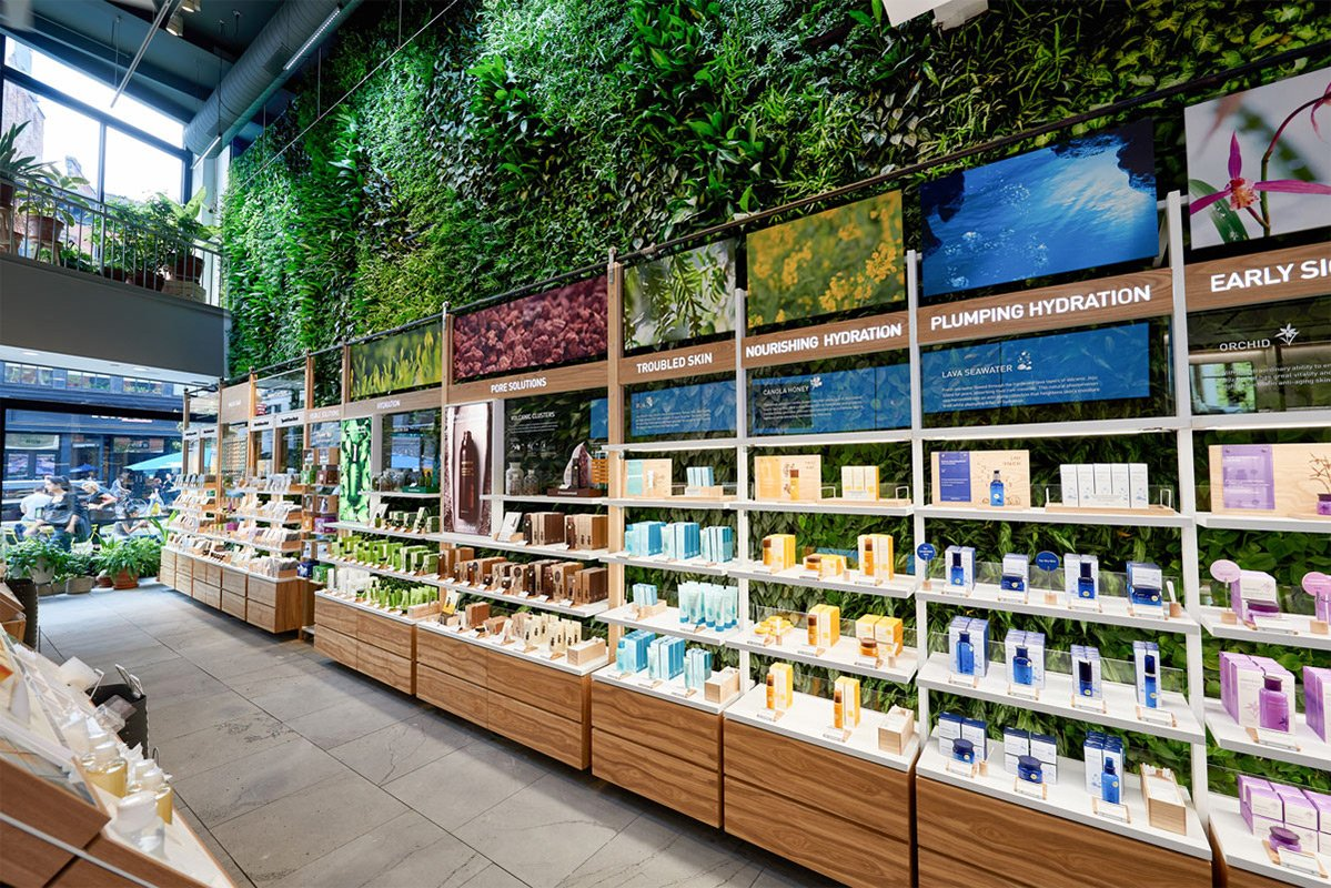 Innisfree-Green-Wall-8