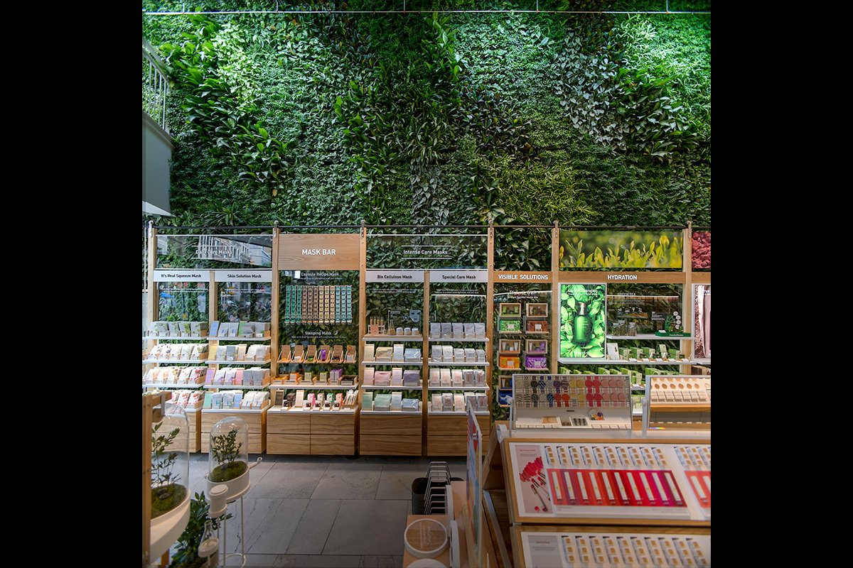 Innisfree-Green-Wall-4