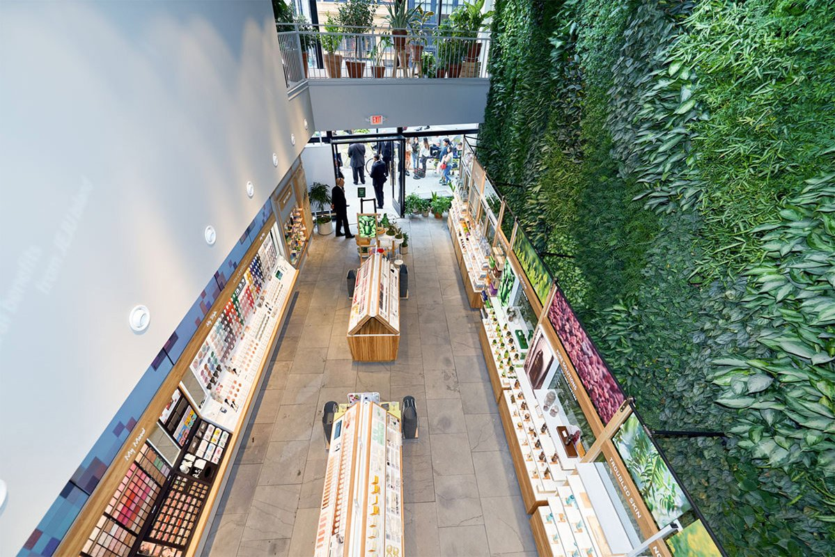 Innisfree-Green-Wall-7